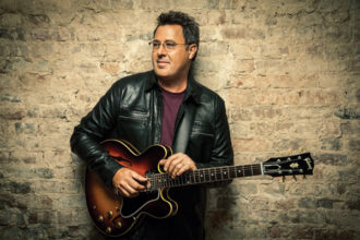 Vince Gill (photo by Jim Wright)